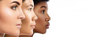 mulheres demostrando tipos de narizes negroides e caucasianos
